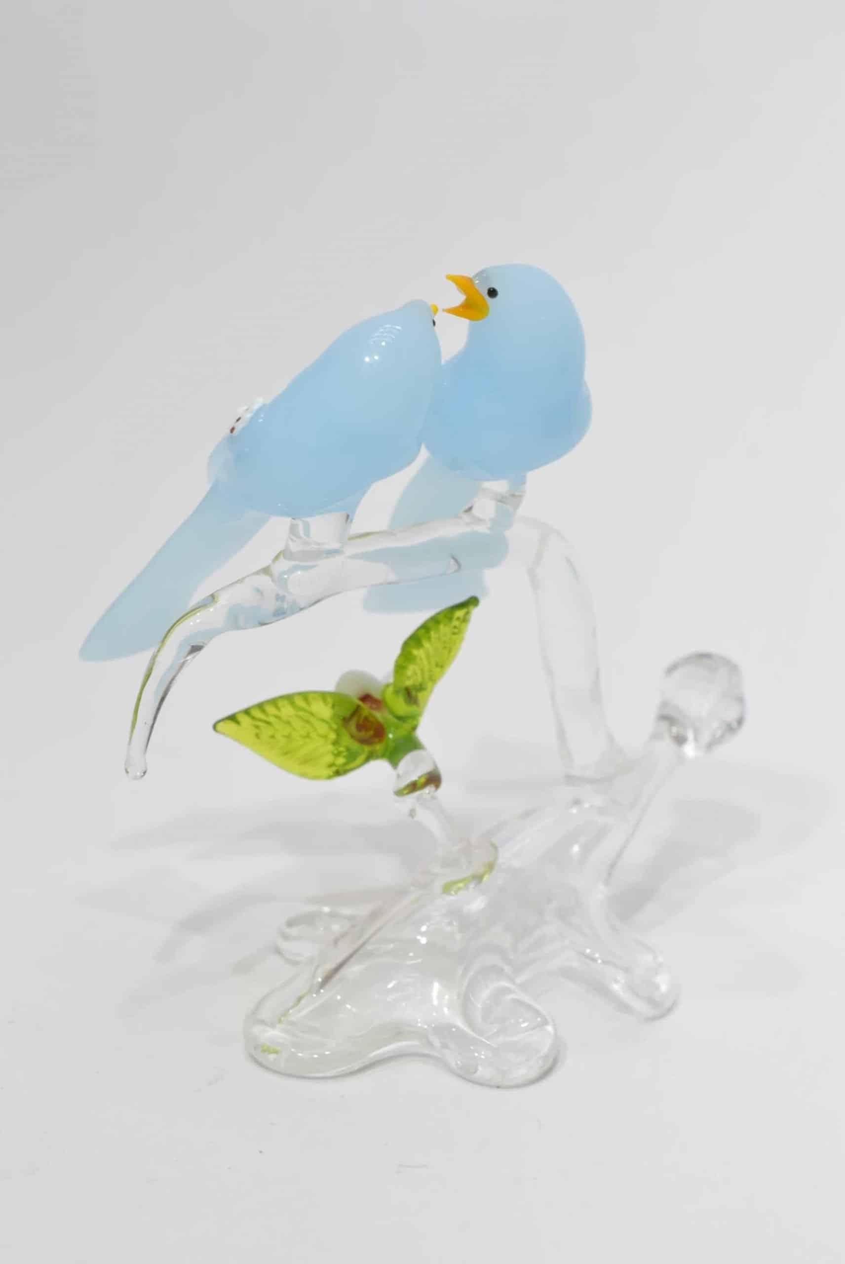 Zweig mit blauen Vögeln im Muranoglas